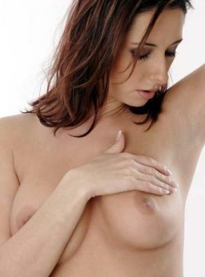 Как осуществлять лечение кисты молочной железы народными средствами?