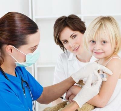 Можно ли делать прививку при насморке ребенку?
